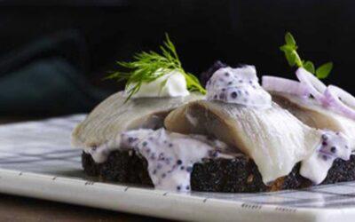 marinerede sildebidder med kaviar